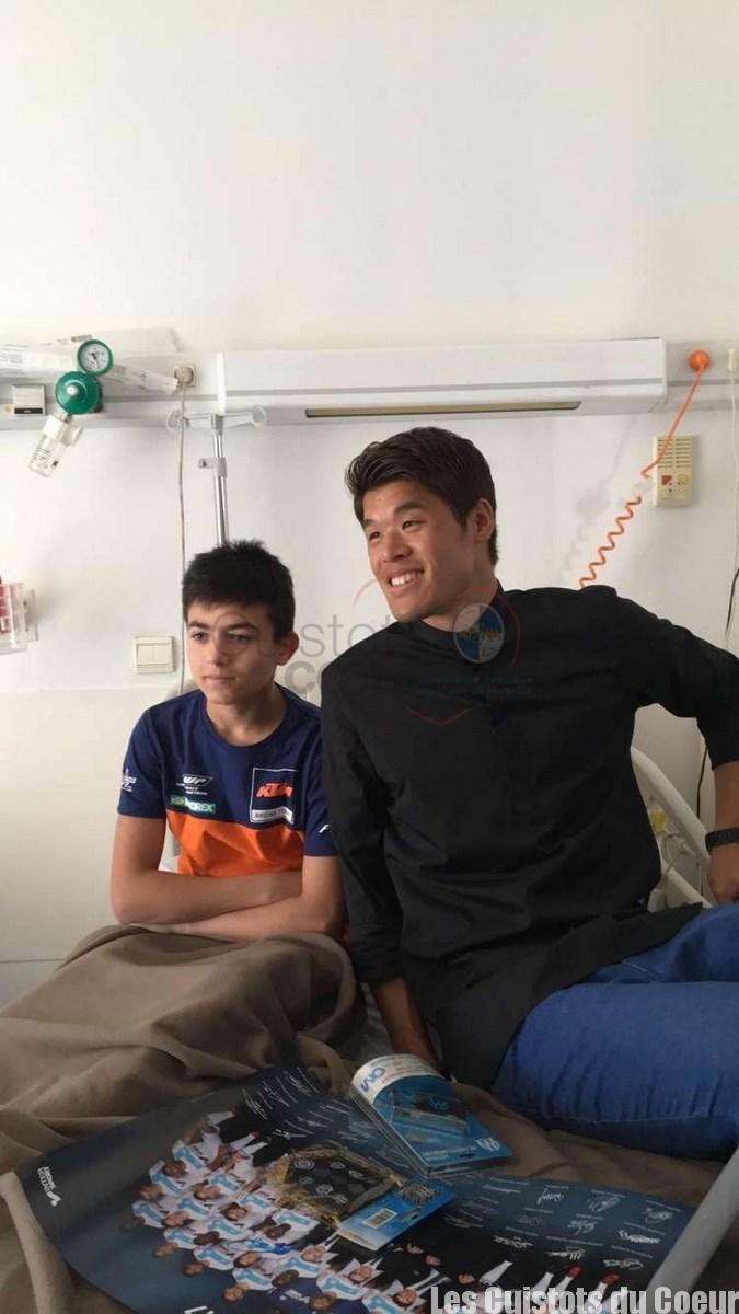 Hiroki Sakai au chevet des enfants malades